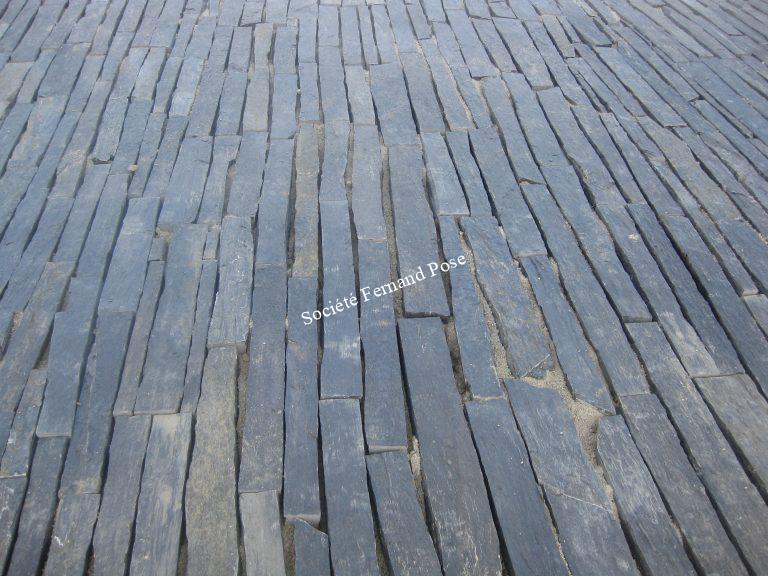 Pose de barrettes sur joint sable